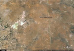 Au centre de la photo, la base WIPP. Les carrés blancs tout autour sont des puits de gaz de schiste...